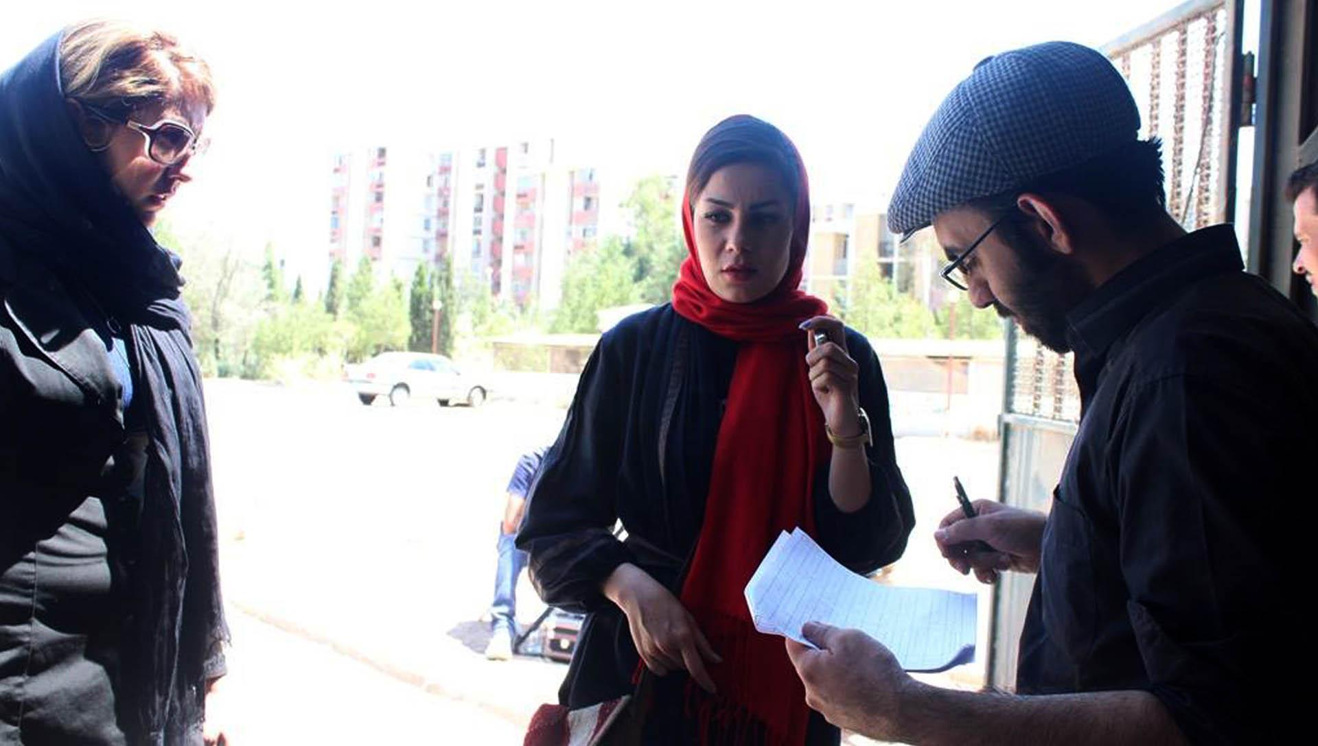 آ...در سرزمین بایر عکس 17- شرکت فیلم سازی زوم شیراز برادران شریفی