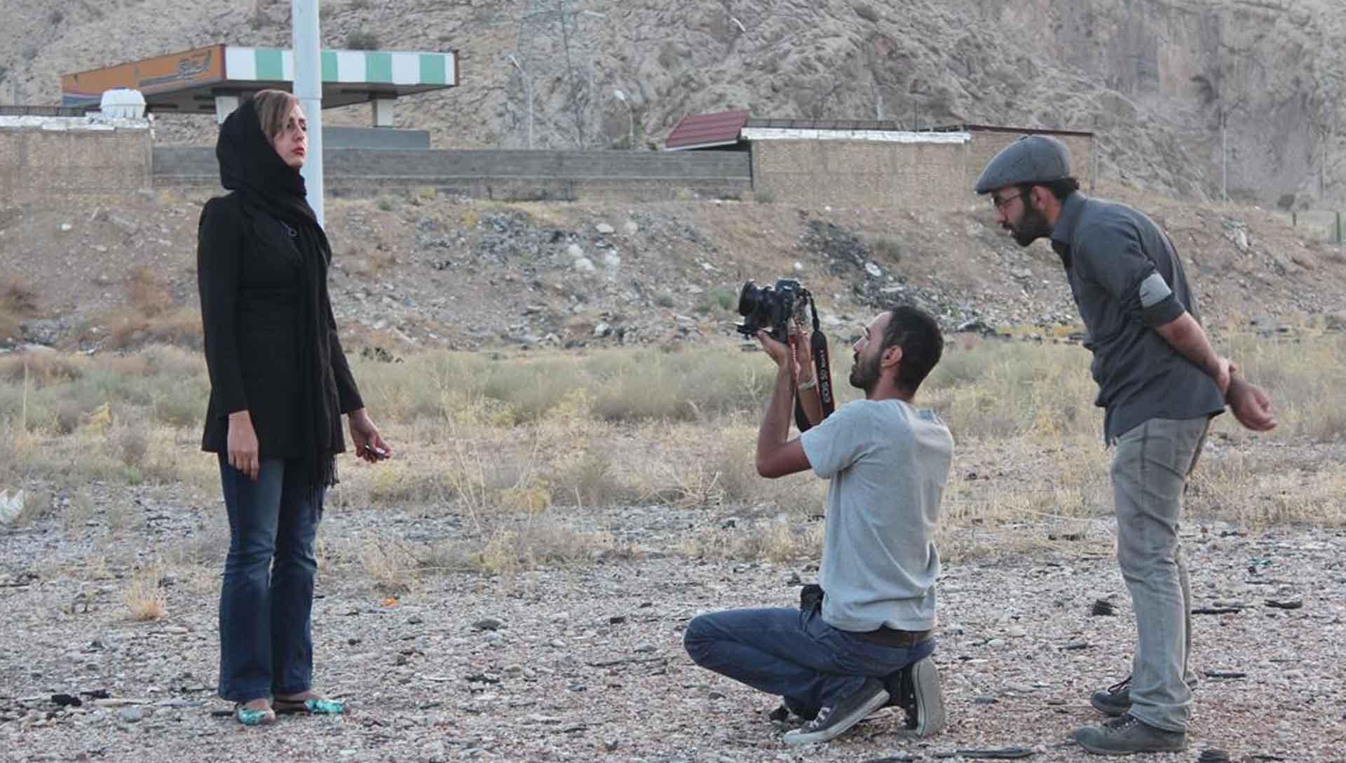 آ...در سرزمین بایر عکس 15- شرکت فیلم سازی زوم شیراز برادران شریفی