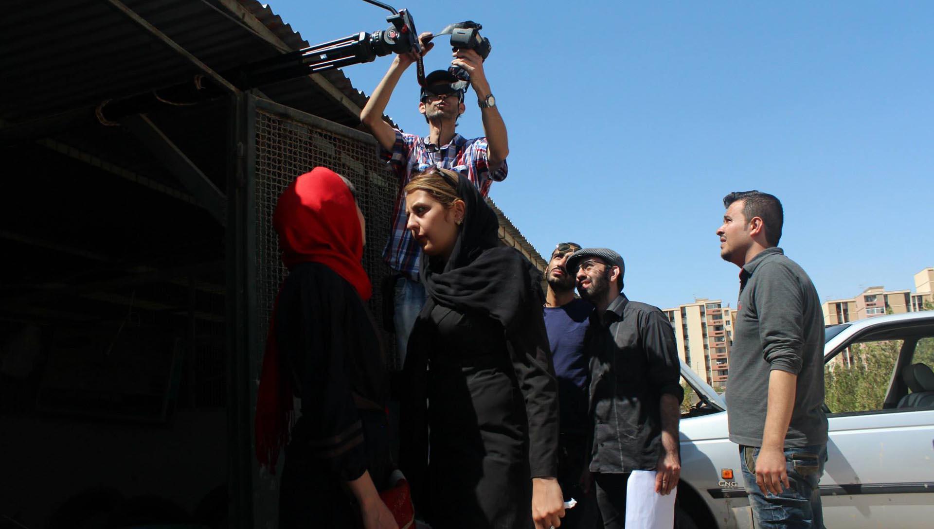 آ...در سرزمین بایر عکس 14- شرکت فیلم سازی زوم شیراز برادران شریفی