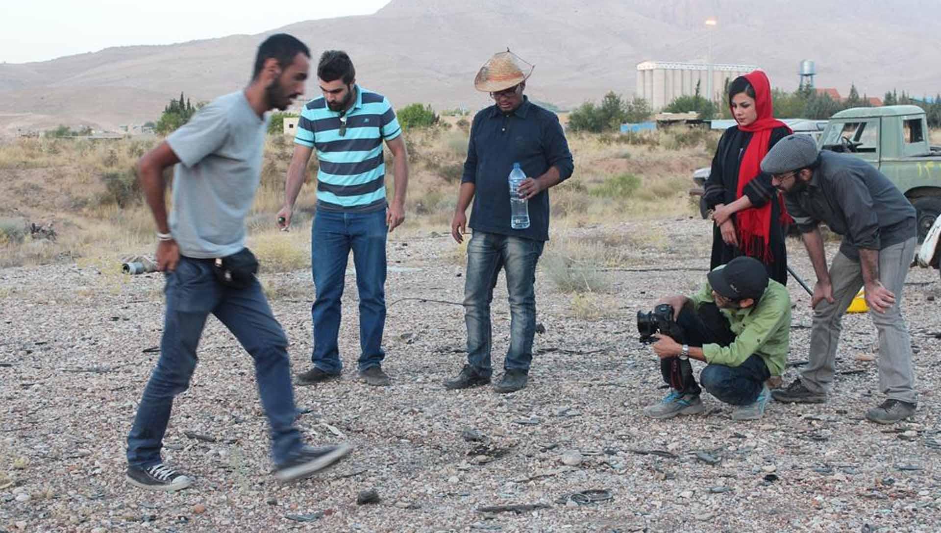 آ...در سرزمین بایر عکس 12 - شرکت فیلم سازی زوم شیراز برادران شریفی